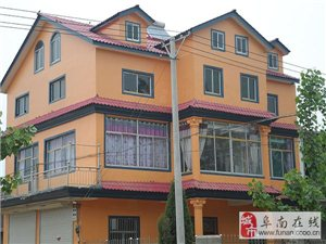 专业设计。安装屋顶造型