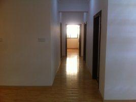 华侨城全新装修2楼四房二厅二卫高档装修带露台出售