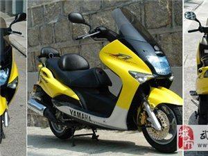 雅马哈马杰斯特125摩托车