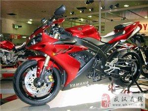 雅马哈YZF-R1摩托车