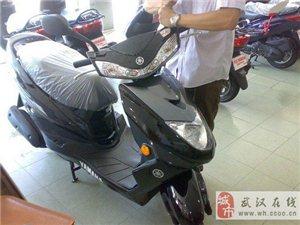 雅马哈迅鹰125摩托车