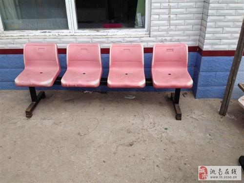二手4座排凳一個。