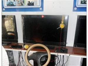 转让:驾吧设备:汽车驾驶模拟训练机6台。