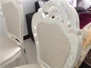 全新餐桌带餐椅低价转让