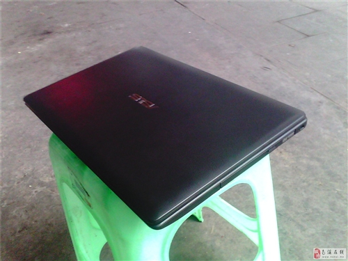 剛買1個月的華碩四核雙顯卡15.6寸大屏筆記本低價