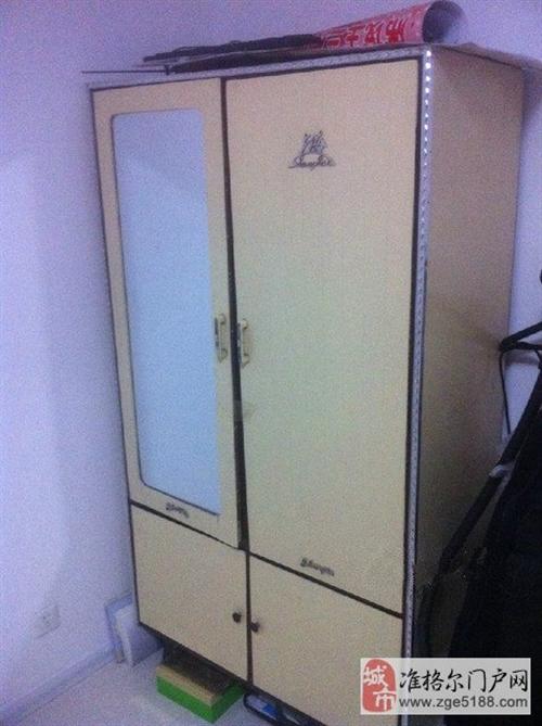 低价出售 7成新老式衣柜