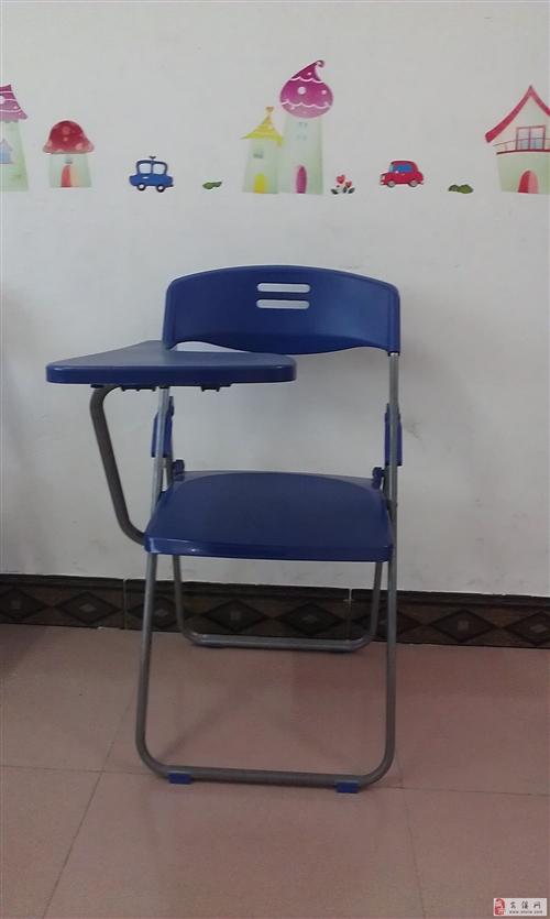 95成新课桌椅转让