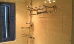 1室1厅1卫  48㎡  380 元/月 押一付一 普通住宅  精装修