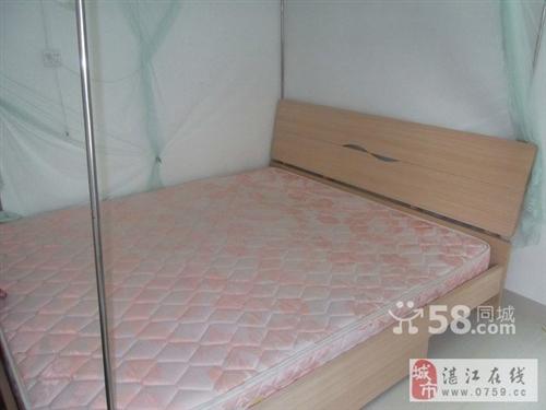 出售:1.8 米大床