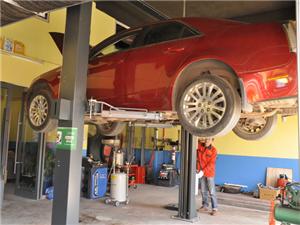 專業汽車事故維修、鈑金噴漆及保養維護,另有福特原裝汽配供應。