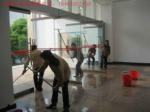 专业擦玻璃,室内保洁,外墙清洗,单位个人搬迁