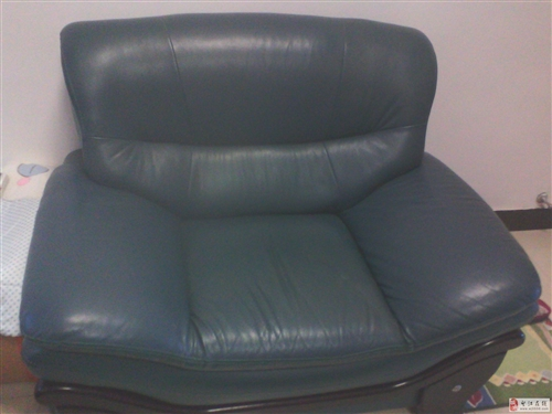 低价出售7成新真皮三人沙发