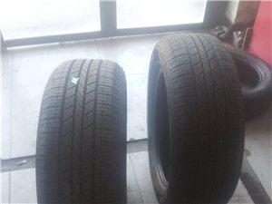 出售9.5成新�n泰2356018SUV�胎