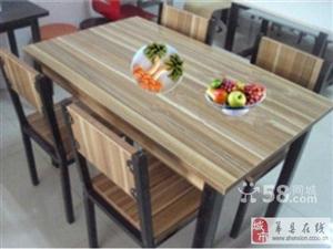 出售95成新快餐桌椅八套每套280元