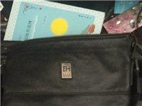 去年过生日时候,朋友送的一个:爱乐:包包很漂亮,