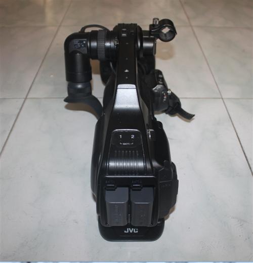 本人有专业摄像机99成新低价出售诚心转让