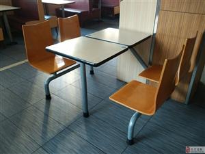 出售9成新餐饮连体桌椅多套
