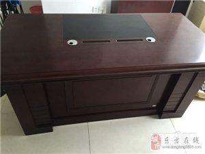 九成新小老板桌-580元