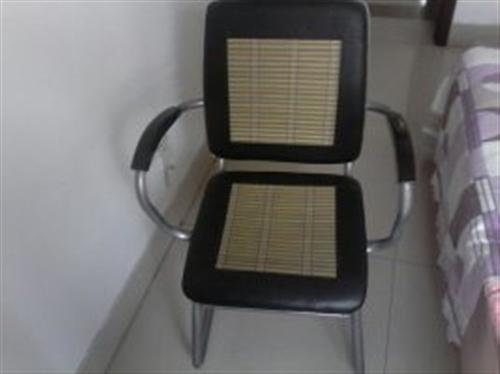 低價出售自家用的老板桌老板椅