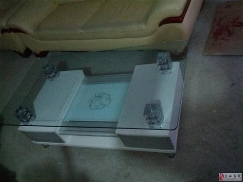 现出售一组9成新的真皮沙发和茶几