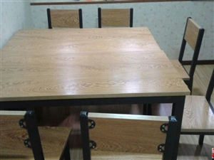 长阳公路段对面鹏鹏面馆有四套二手条桌椅九成新的出售