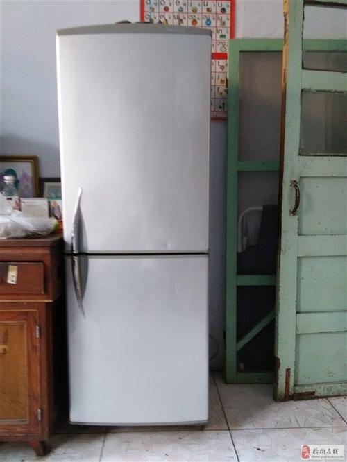 出售9成新容声冰箱一台