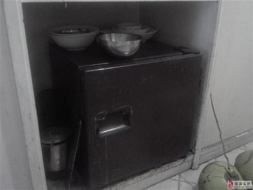 出售在用5成新单门小冰箱一台