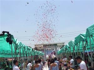 食代美食演艺广场首次为一对新人承办户外婚礼