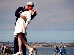 跟九大接吻雕塑�W打一次浪漫KI