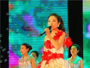 歌伴舞《共筑中国梦》表演者:马书艳、王少斌