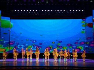 《疯狂的小鸡》表演者: 李亚丽等(选送单位:小天鹅舞蹈培训中心)