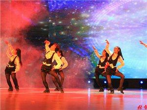 《舞动空间》表演者:  蒋琴、裴瑞香等(选送单位:育苗幼儿园)